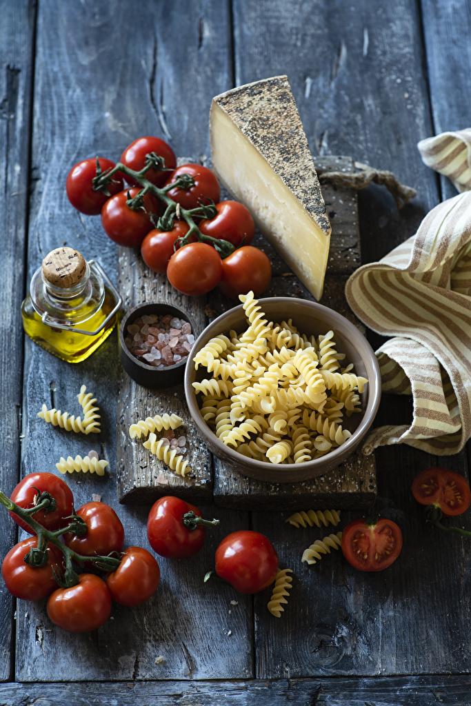 Фотография Макароны Помидоры Сыры Еда Доски  для мобильного телефона Томаты Пища Продукты питания
