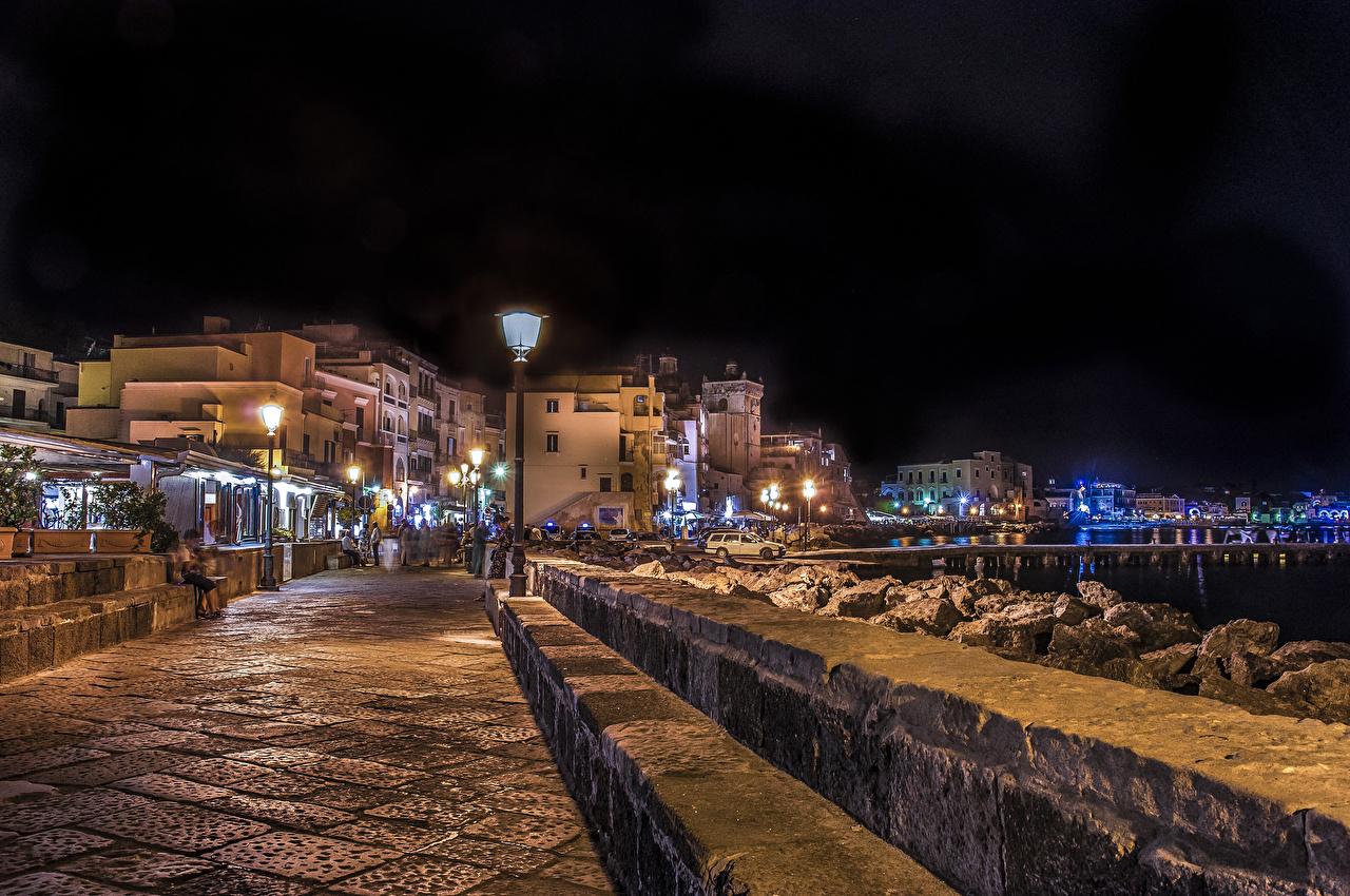 Картинки Италия Ischia Ponte улиц ночью Уличные фонари город Здания Улица улице Ночь в ночи Ночные Дома Города