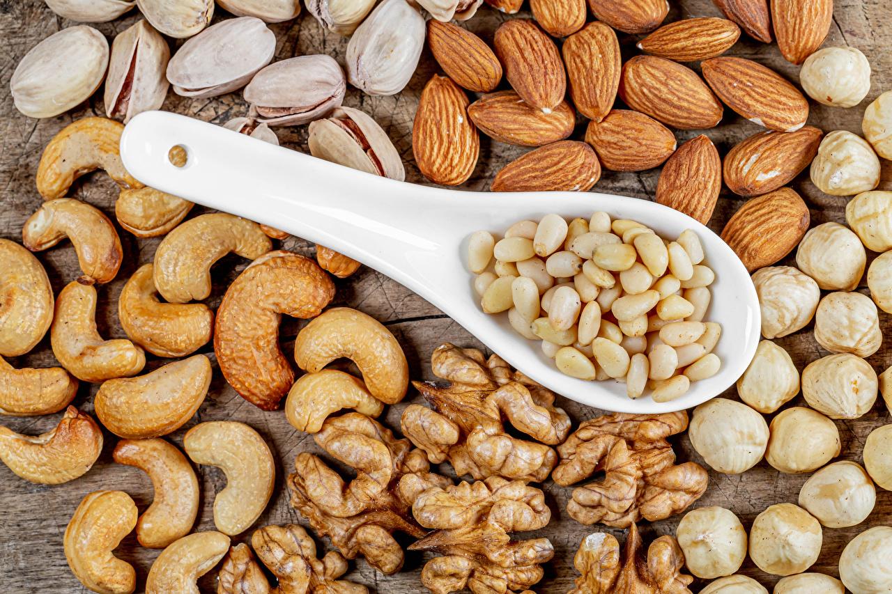 Фото Фундук Миндаль Грецкий орех Еда Ложка Орехи Лесной орех Пища ложки Продукты питания