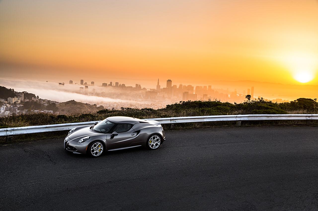 Фотографии Альфа ромео 2015 4C серая Дороги Рассветы и закаты Металлик Автомобили Alfa Romeo серые Серый рассвет и закат авто машина машины автомобиль
