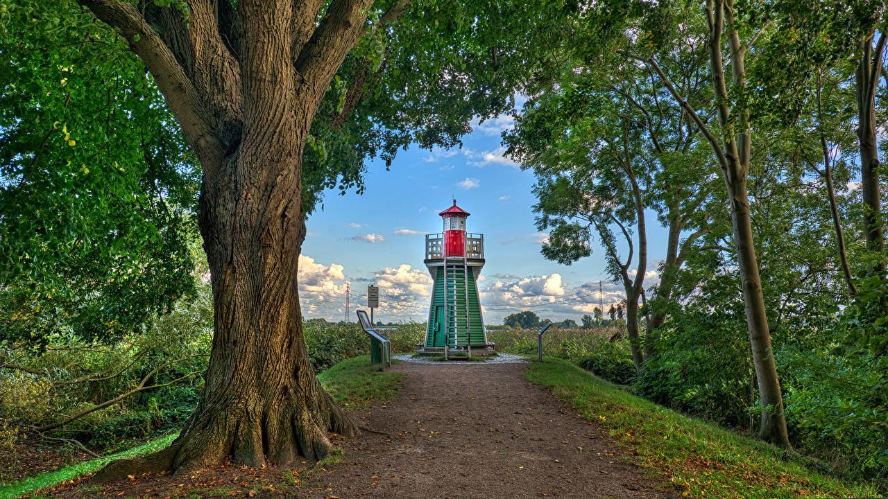 Картинки Германия Bunthaus lighthouse Маяки город Деревья маяк дерево дерева Города деревьев