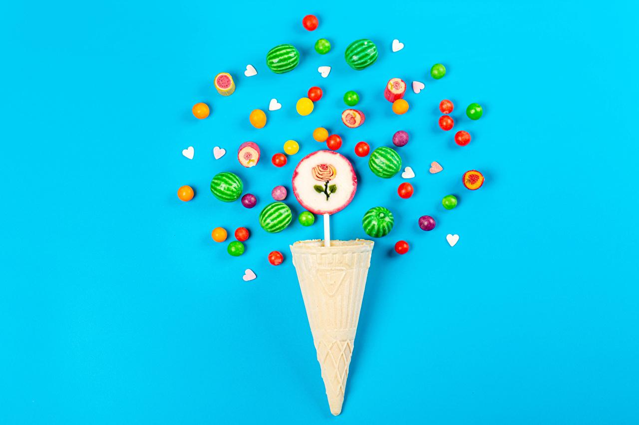 Картинки Драже Конфеты Леденцы Вафельный рожок Пища Цветной фон Еда Продукты питания