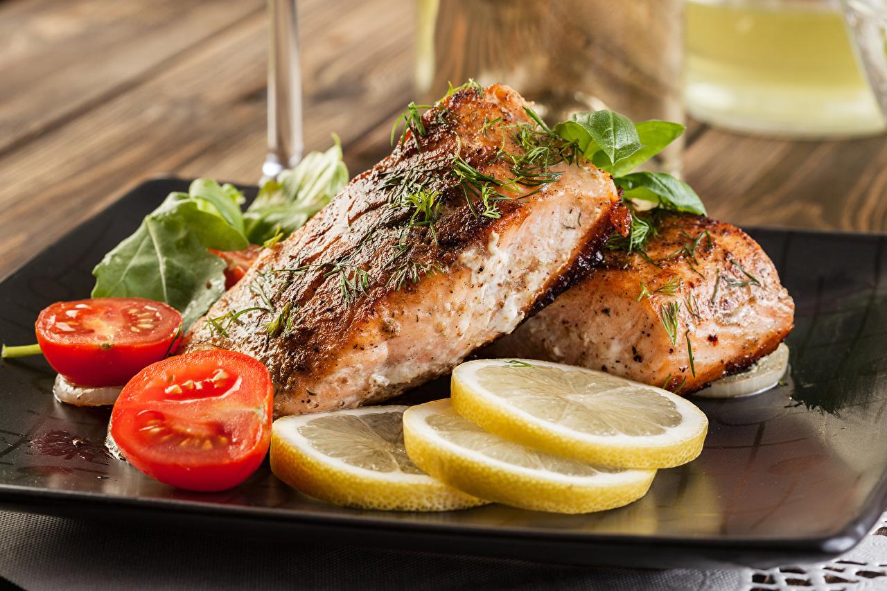 Фотографии Томаты Рыба Лимоны Еда Помидоры Пища Продукты питания