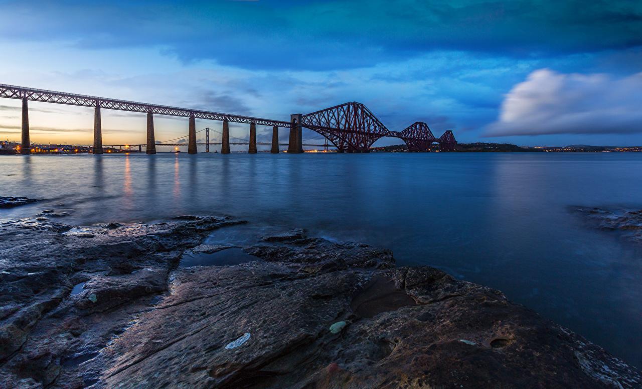 Картинка Эдинбург Шотландия Forth Rail Bridge Море Мосты Вечер Побережье Города берег