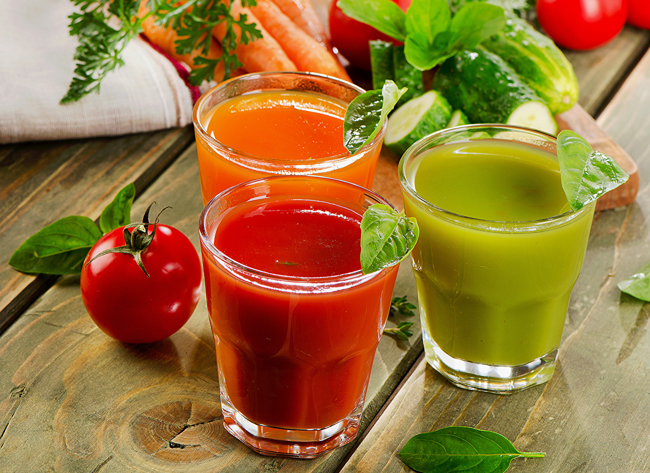Обои для рабочего стола Сок Томаты стакане Еда Трое 3 Доски Помидоры Стакан стакана три Пища втроем Продукты питания