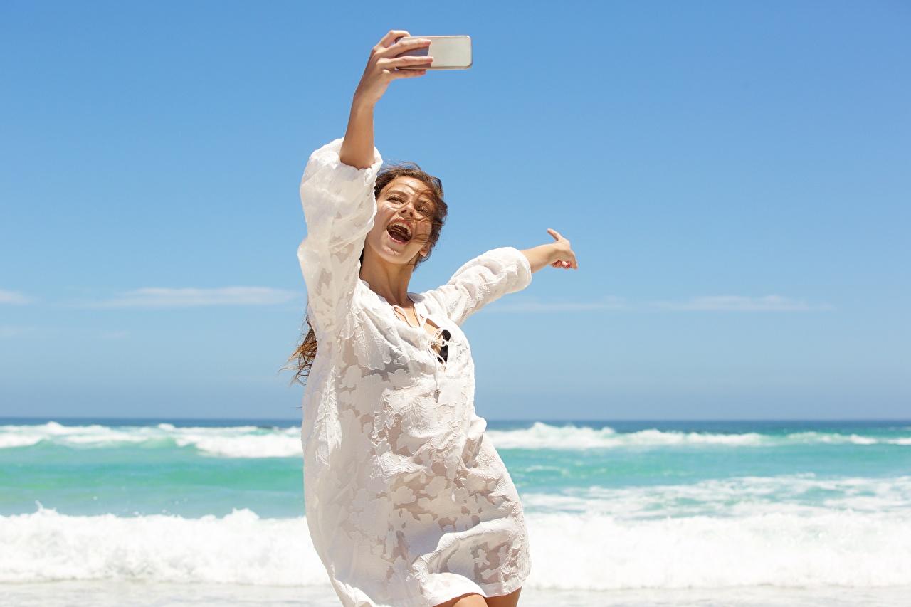 Картинки Ветер Селфи Радость Море Лето релакс девушка ветром счастье ветрено радостный радостная счастливые счастливый счастливая Отдых Девушки отдыхает молодая женщина молодые женщины