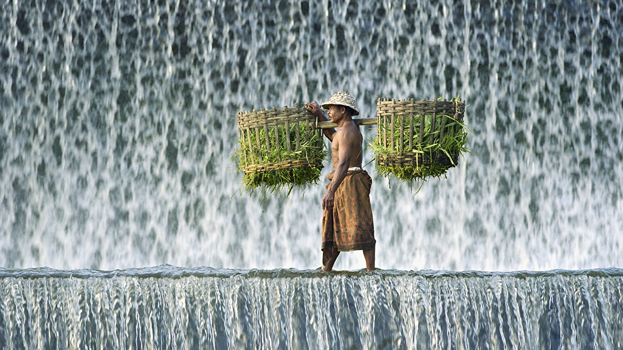 Фото мужчина Природа Водопады воде Мужчины Вода