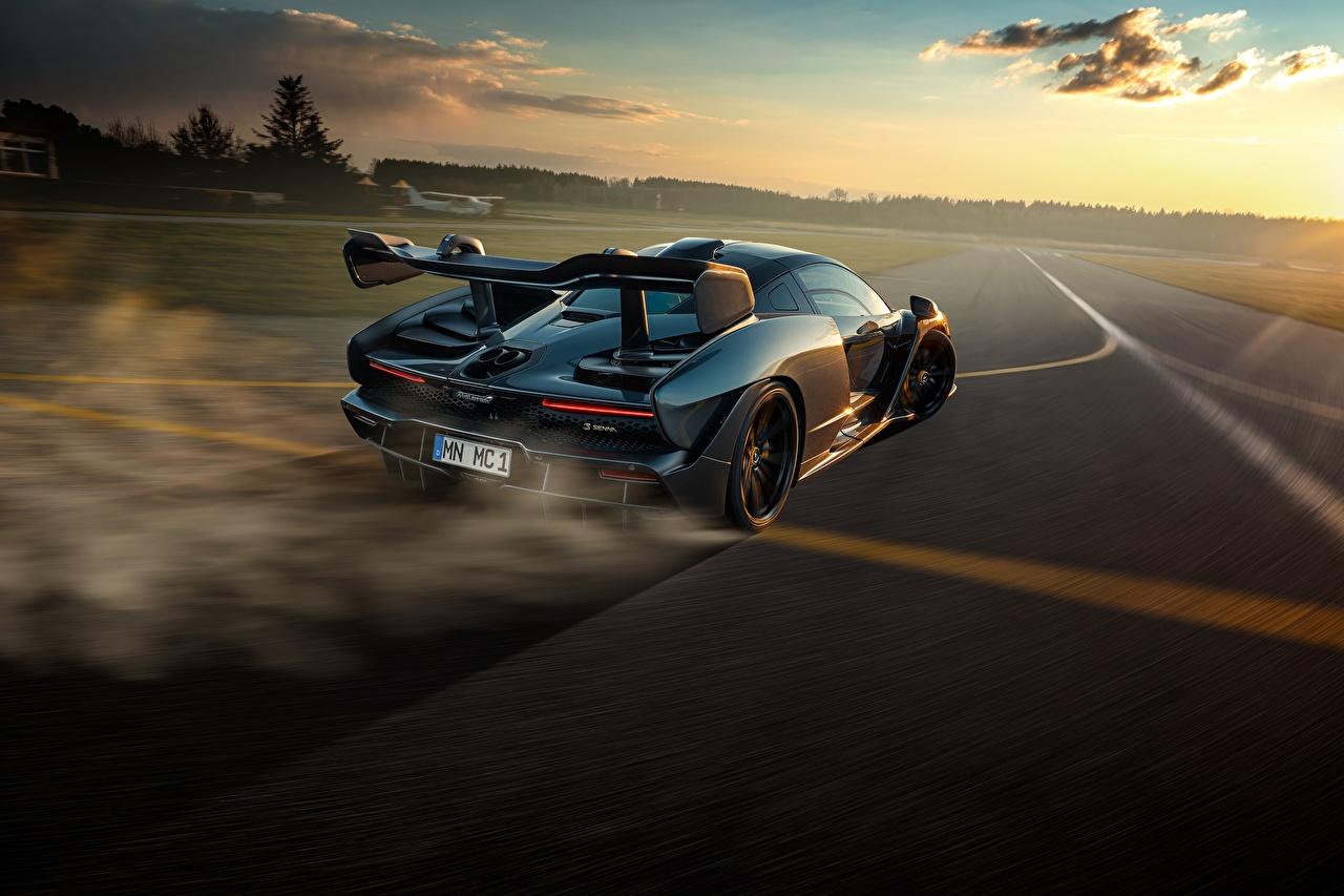 Фото McLaren Senna, P15 Дороги скорость Вечер Сзади автомобиль Макларен едет едущий едущая Движение авто машины машина вид сзади Автомобили