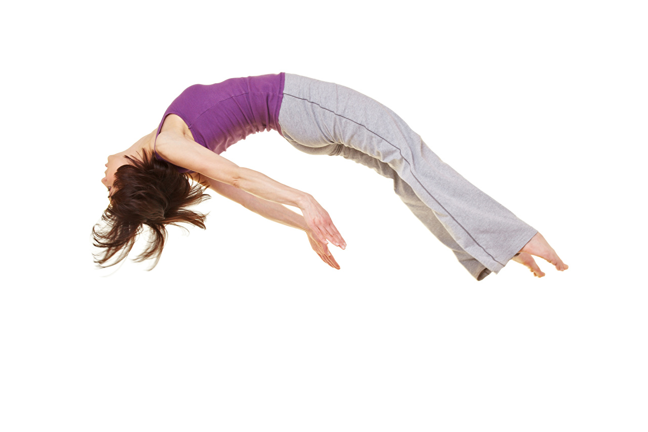 Обои для рабочего стола шатенки Спорт молодая женщина Прыжок рука белом фоне Шатенка Девушки девушка спортивная спортивные спортивный молодые женщины прыгает прыгать в прыжке Руки Белый фон белым фоном