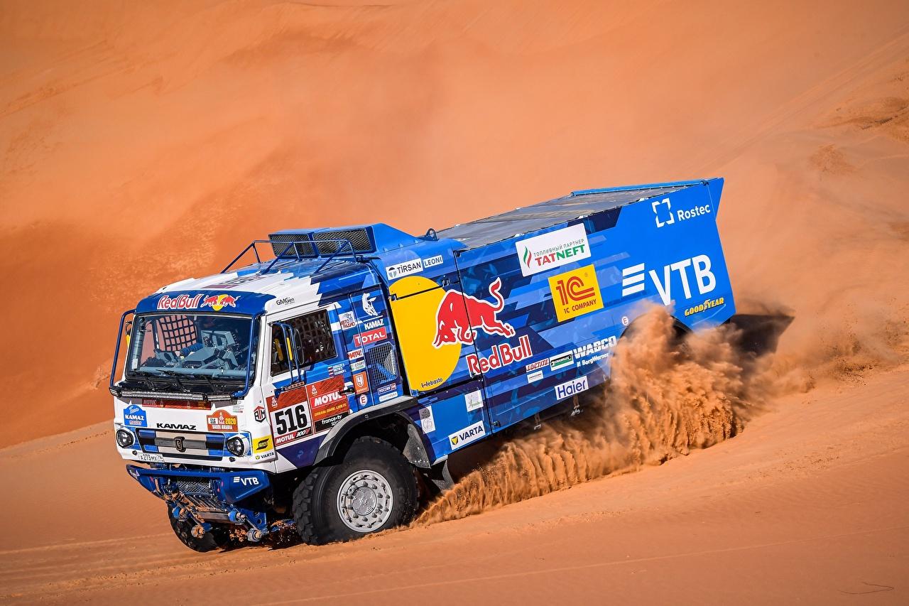 Обои для рабочего стола KAMAZ гонки 43509 Песок едущий машина КАМАЗ Ралли едет песка песке едущая Движение скорость авто машины Автомобили автомобиль