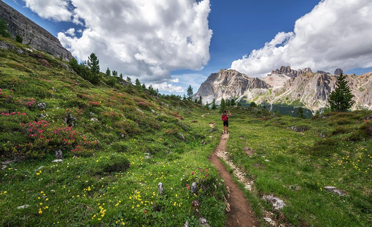 Фотография путешественник Горы идет Тропа Природа Трава Турист гора тропы ходьба гуляет тропинка Прогулка траве