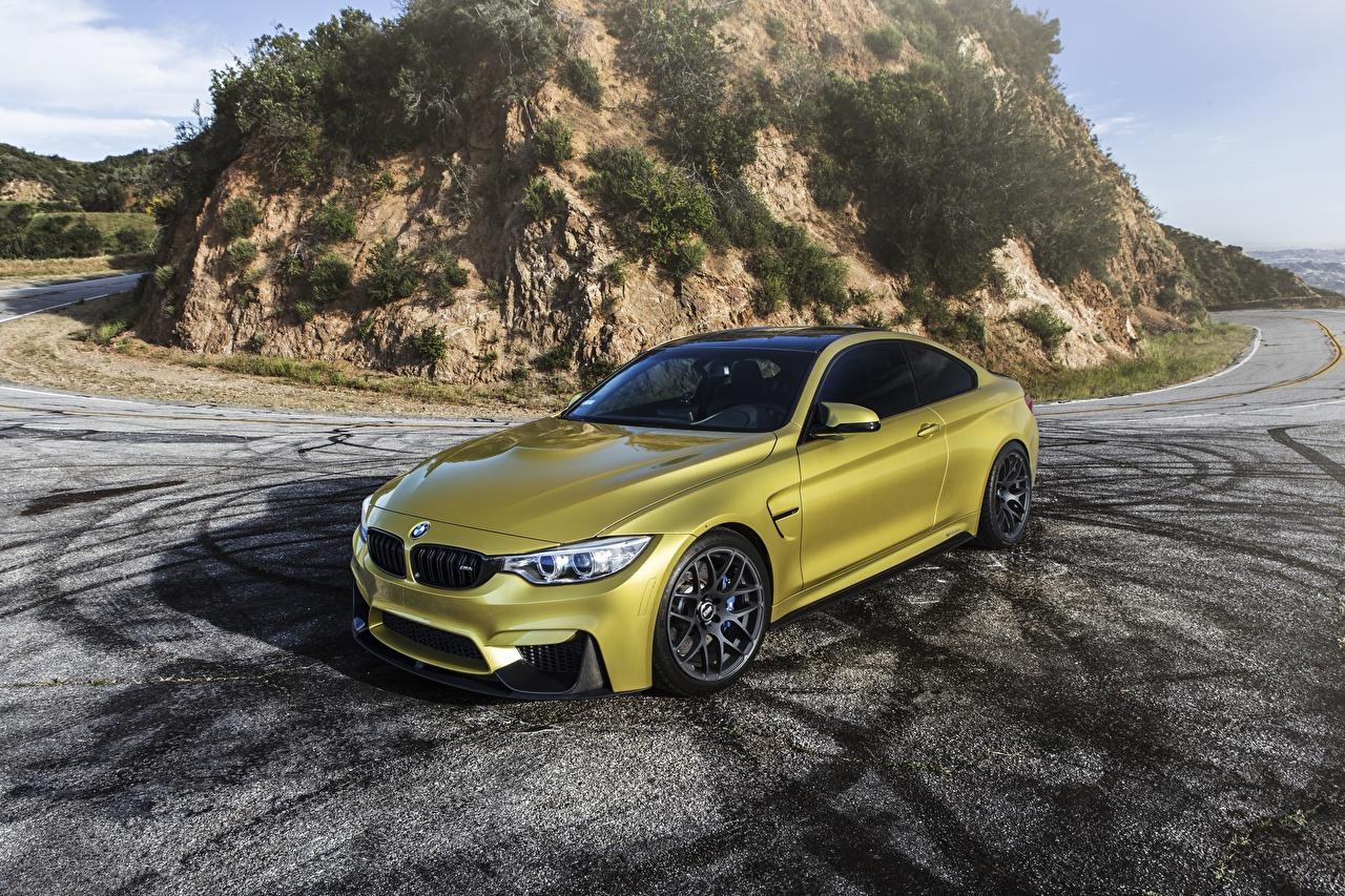 Фотография BMW F82 золотые машина БМВ Золотой золотая золотых авто машины Автомобили автомобиль