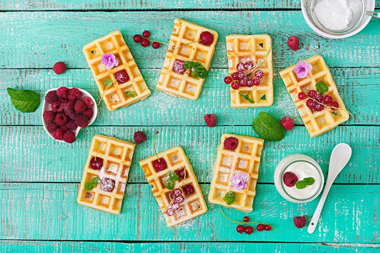 Картинка Вафли Малина Продукты питания Доски вафля Еда Пища