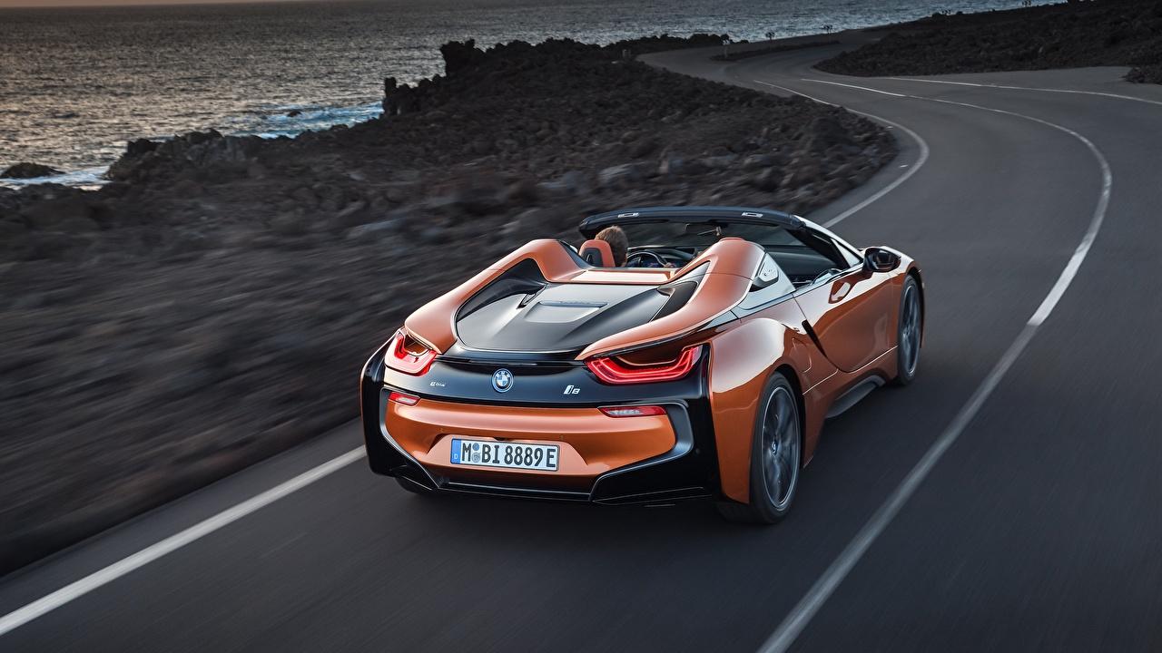 Фотография БМВ i8 2018 Родстер Оранжевый Движение Авто Сзади BMW оранжевых оранжевые оранжевая едущий скорость Машины Автомобили