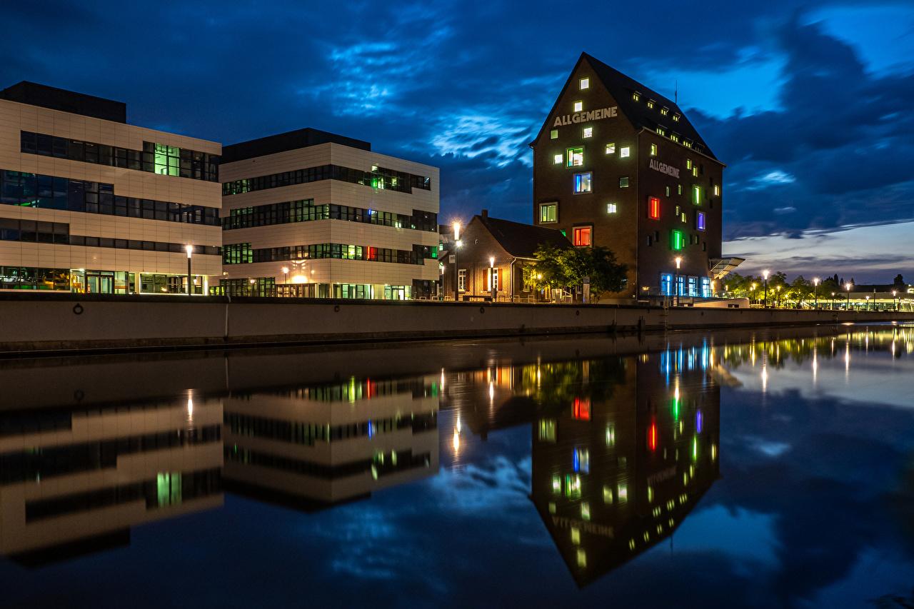 Картинки Германия Kleve речка Ночные Уличные фонари Здания Города Реки река Ночь ночью в ночи Дома город