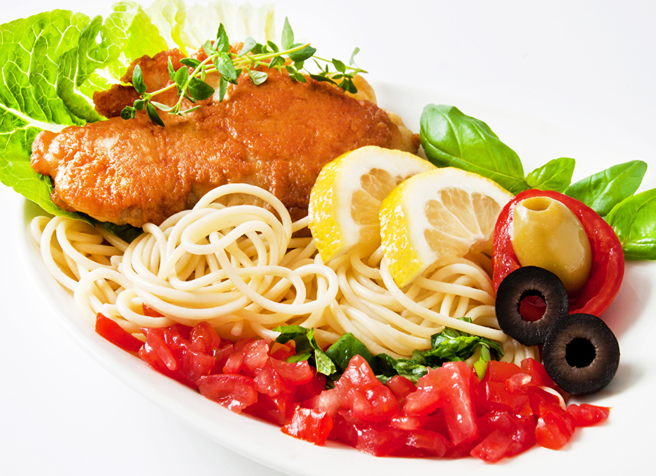 Фото Оливки Макароны Лимоны Курица запеченная Пища Белый фон Вторые блюда Еда Продукты питания
