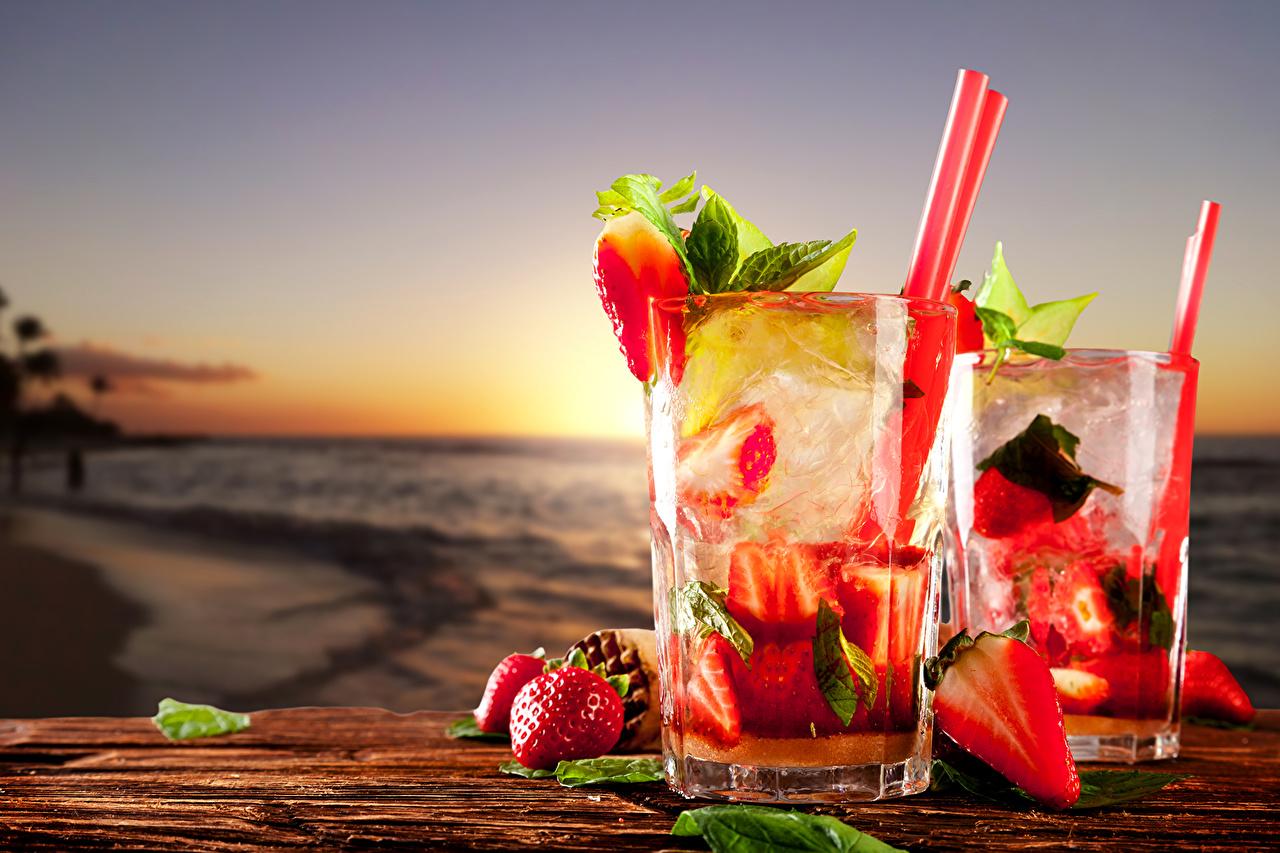 Обои для рабочего стола Сок Стакан Клубника Еда напиток стакане стакана Пища Продукты питания Напитки