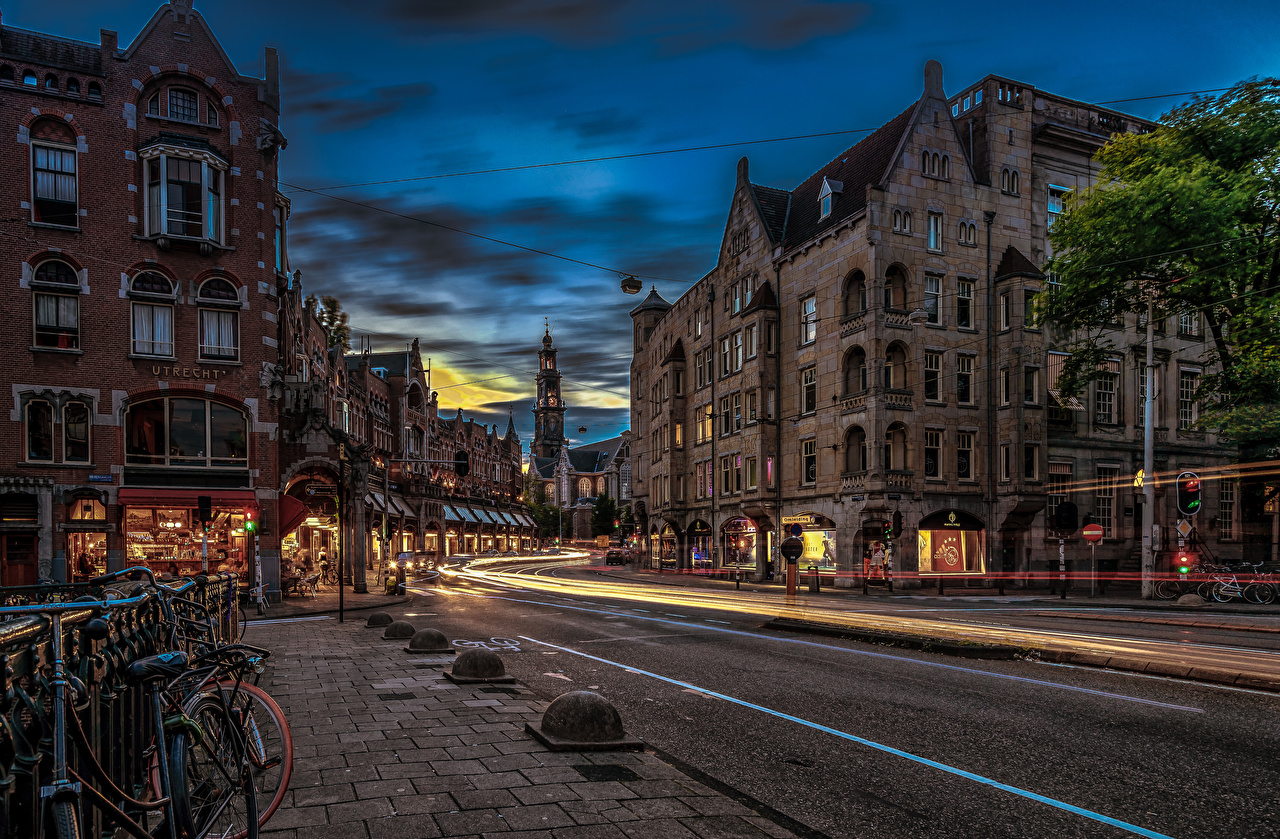 Картинка Амстердам Нидерланды улиц Дороги Вечер город Здания голландия улице Улица Дома Города