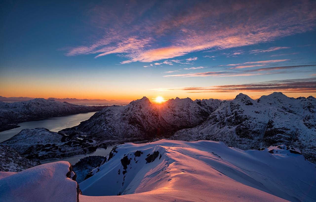 Фотография Лофотенские острова Норвегия Фьорд Горы солнца Природа Снег рассвет и закат гора Солнце снегу снега снеге Рассветы и закаты