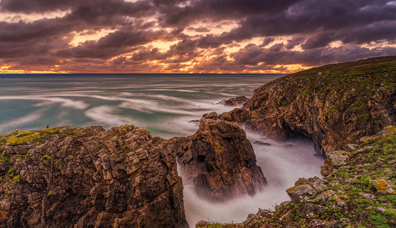 Фото Франция Brittany Море скале Природа рассвет и закат берег Утес Скала скалы Рассветы и закаты Побережье