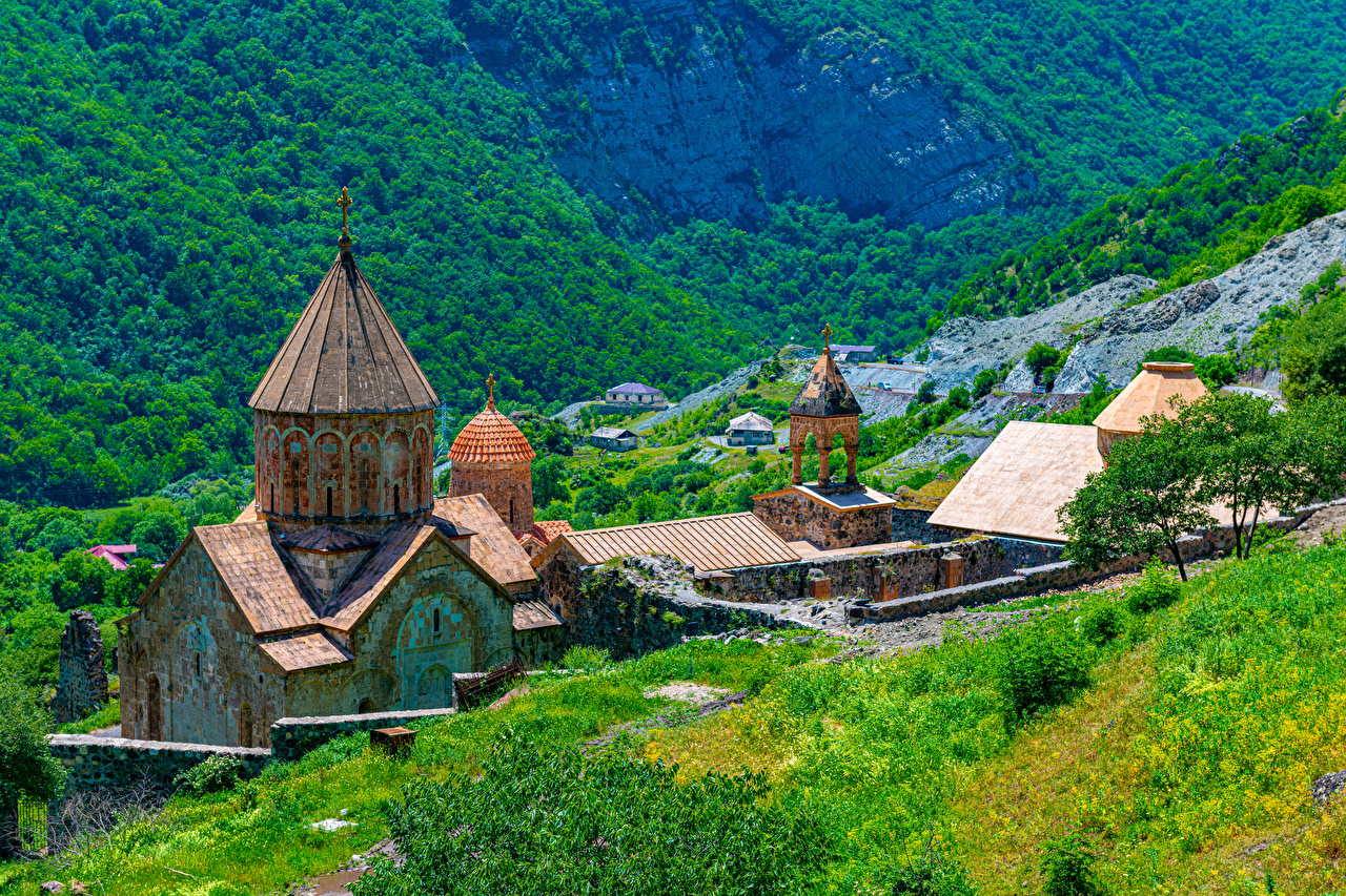 Фотография Монастырь Армения башни Dadivank monastery Горы Природа Башня гора