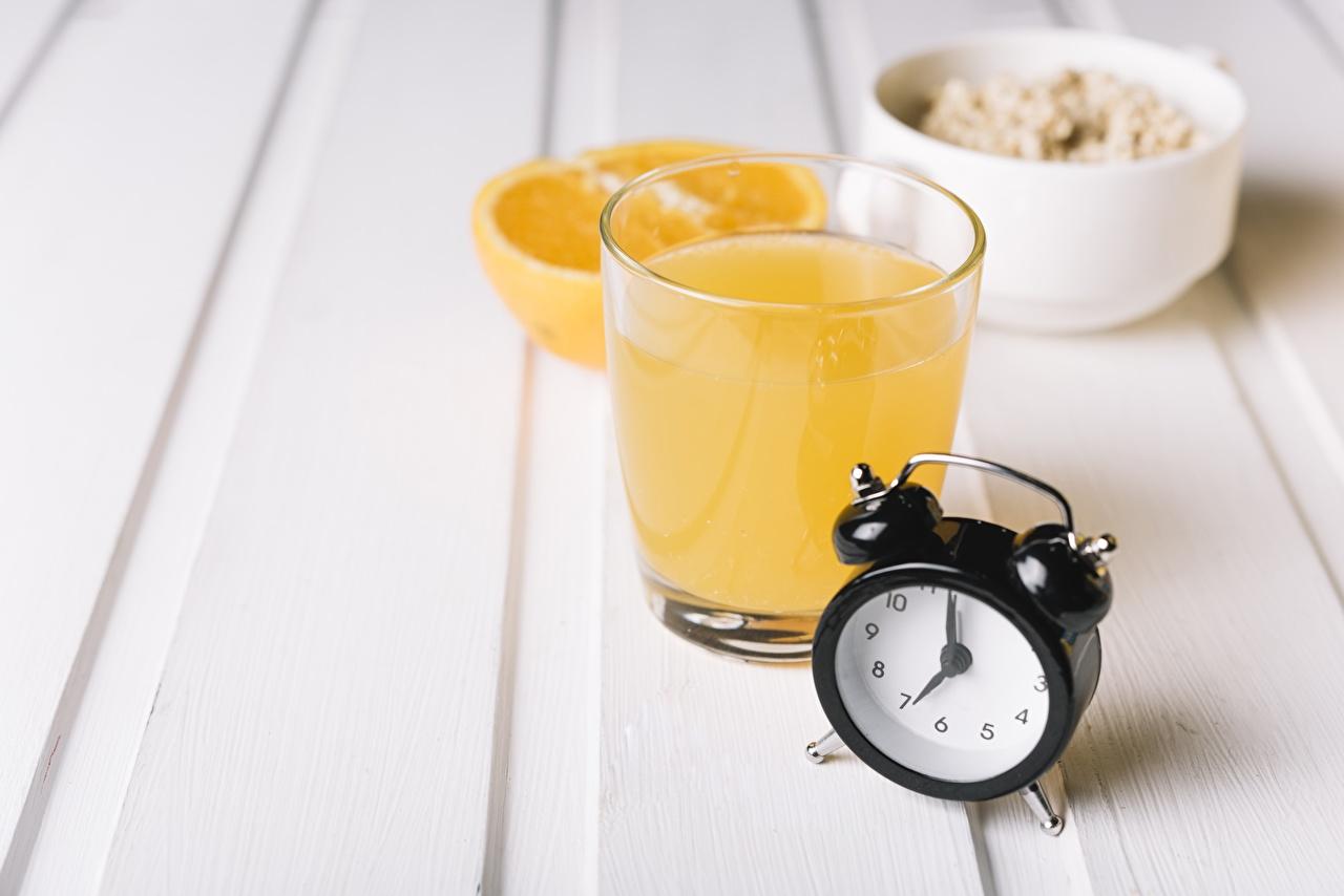Фотографии Сок Апельсин стакане Будильник Еда Стакан стакана Пища Продукты питания