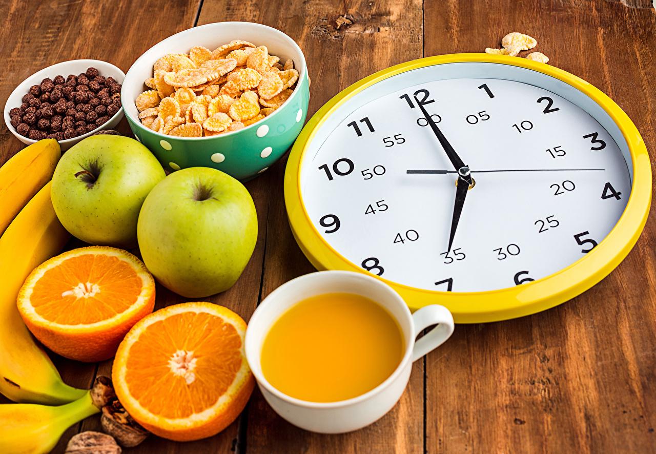 Фото Сок Часы Завтрак Апельсин Яблоки Еда Чашка Циферблат Доски Пища чашке Продукты питания