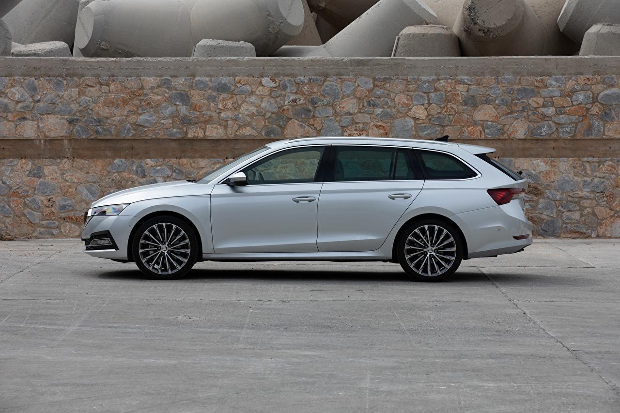Обои для рабочего стола Skoda Универсал 2020, Octavia Combi Серебристый Сбоку Металлик Автомобили Шкода серебряный серебряная серебристая авто машина машины автомобиль