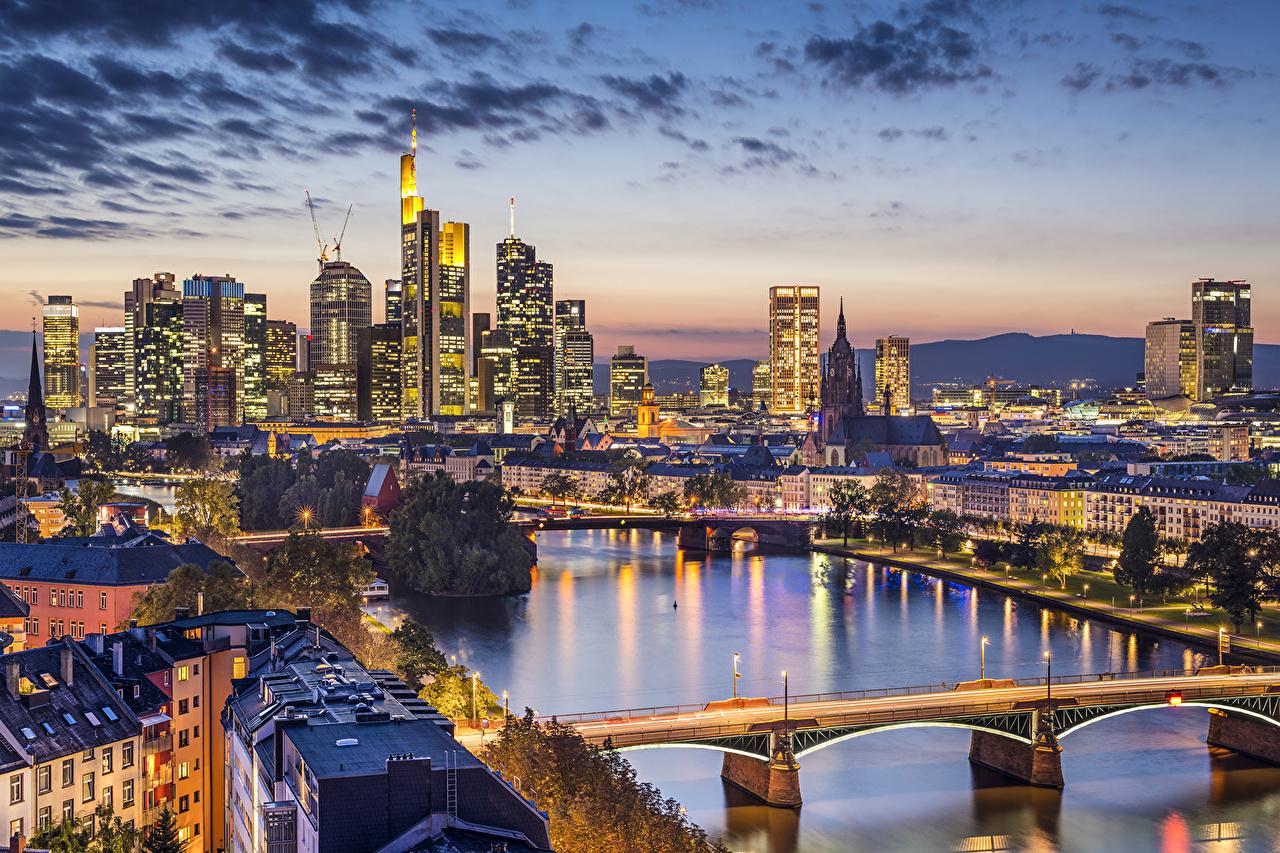 Обои Франкфурт-на-Майне Германия Мосты Небо Вечер речка Города Здания Реки Дома