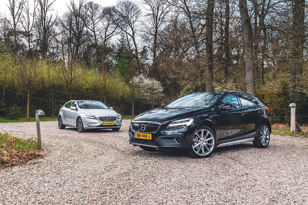 Картинки Volvo 2016-17 V40 две машины Металлик Вольво 2 два Двое вдвоем авто машина автомобиль Автомобили
