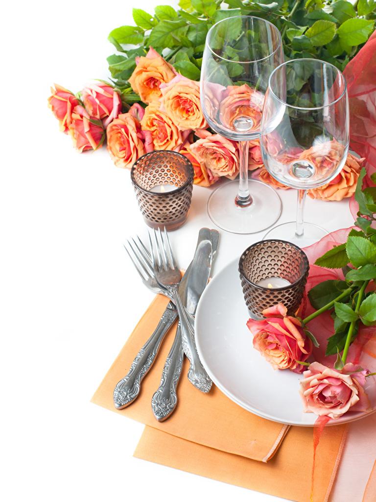Картинки Нож Розы Цветы Еда бокал Свечи Вилка столовая Белый фон ножик Пища вилки Бокалы Продукты питания
