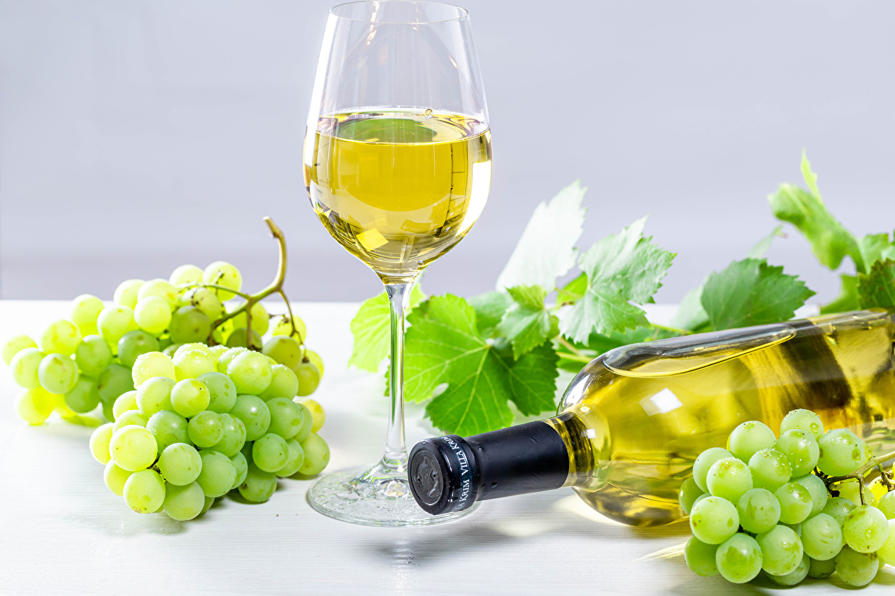 Фото Вино Виноград бокал бутылки Продукты питания Еда Пища Бокалы Бутылка
