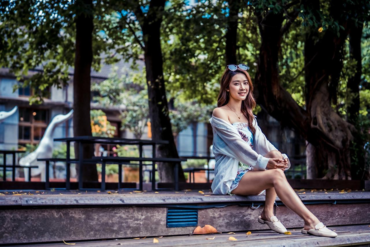 Фотографии молодая женщина Ноги азиатки сидящие Платье девушка Девушки молодые женщины ног Азиаты азиатка сидя Сидит платья