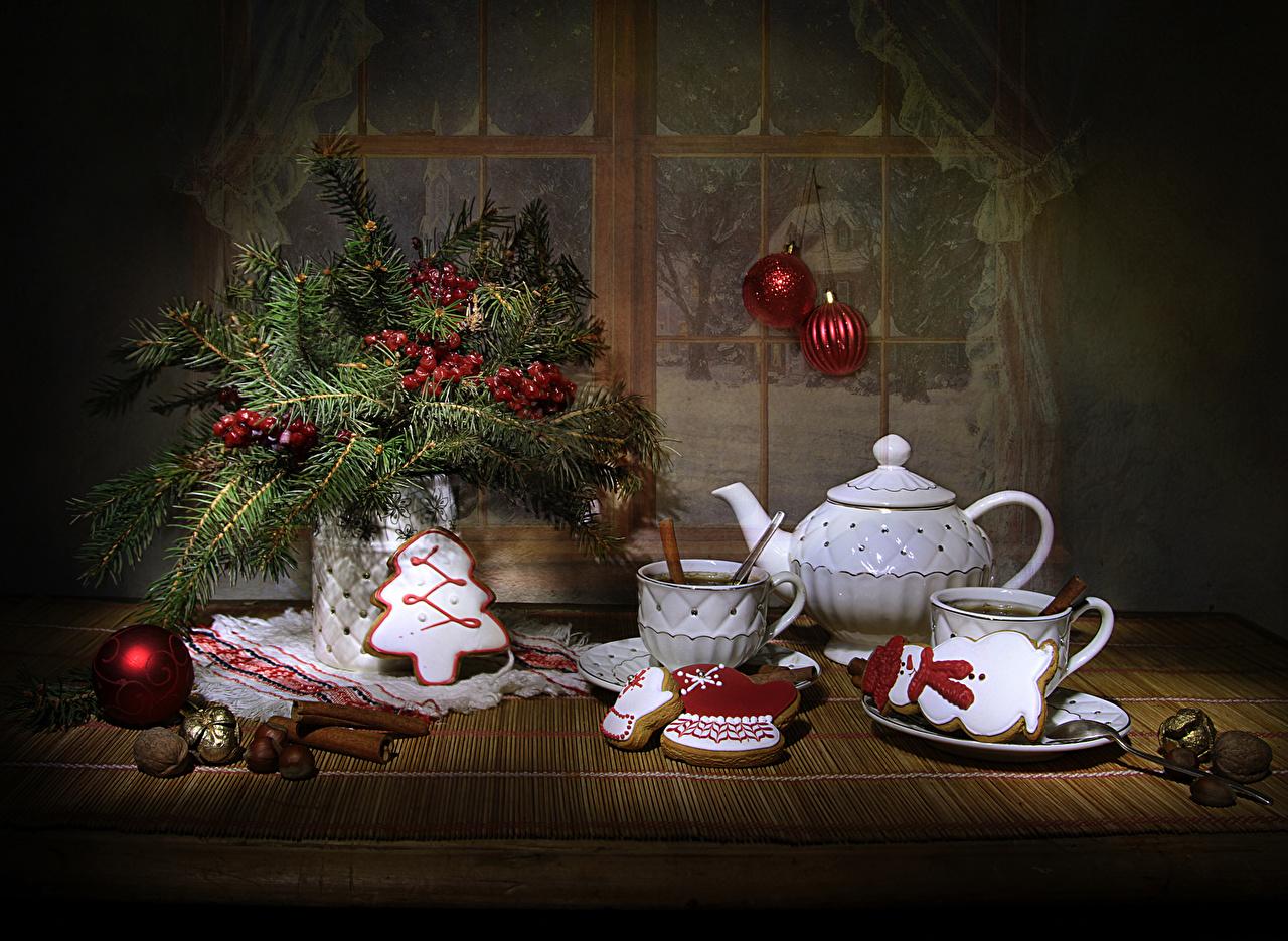 Фото Новый год Чайник Корица Шар Еда Чашка Ветки Ягоды Печенье Орехи Натюрморт Дизайн Рождество Пища ветвь Шарики Продукты питания