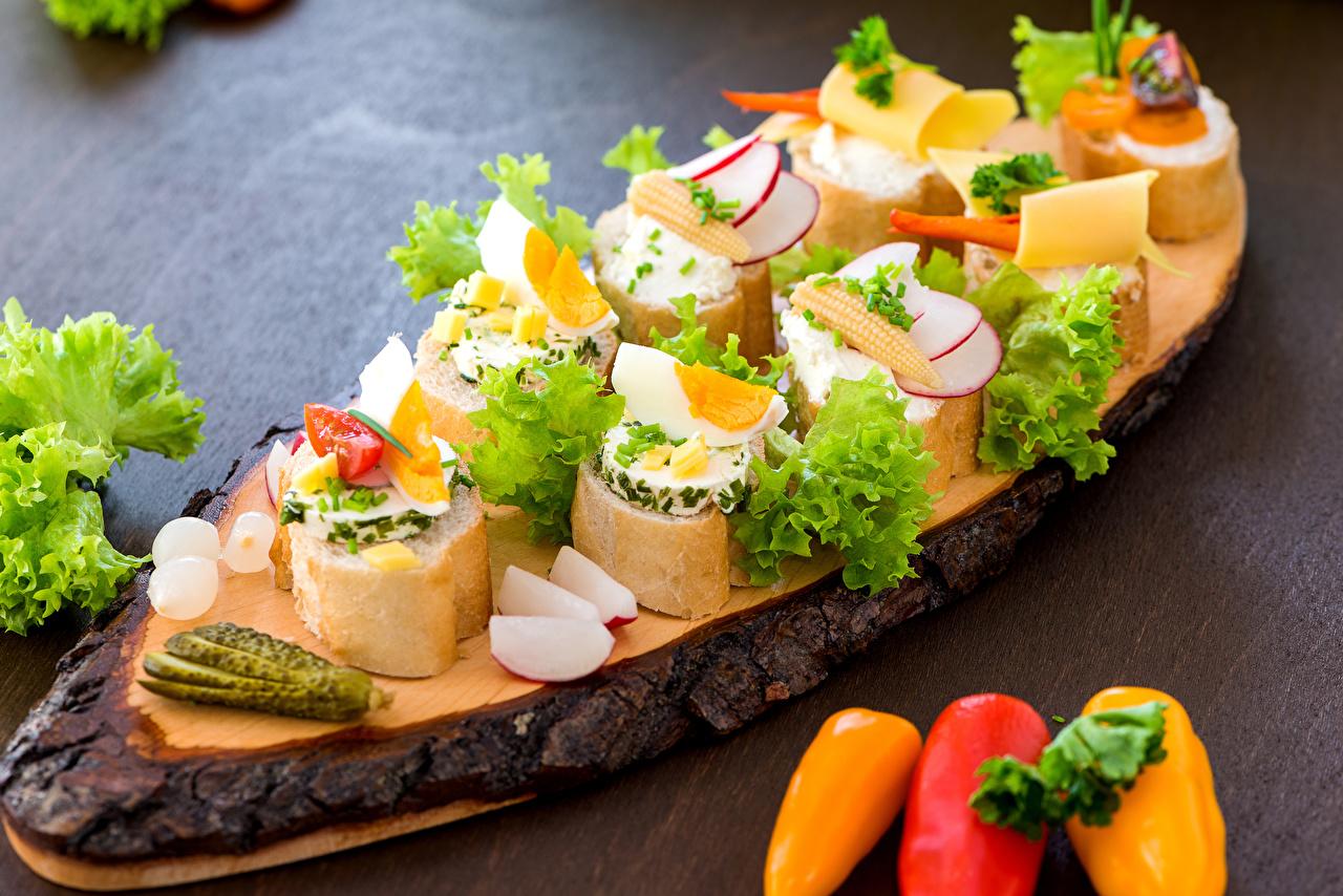 Фотография Яйца Огурцы Хлеб Бутерброды Пища Перец Овощи Еда Продукты питания