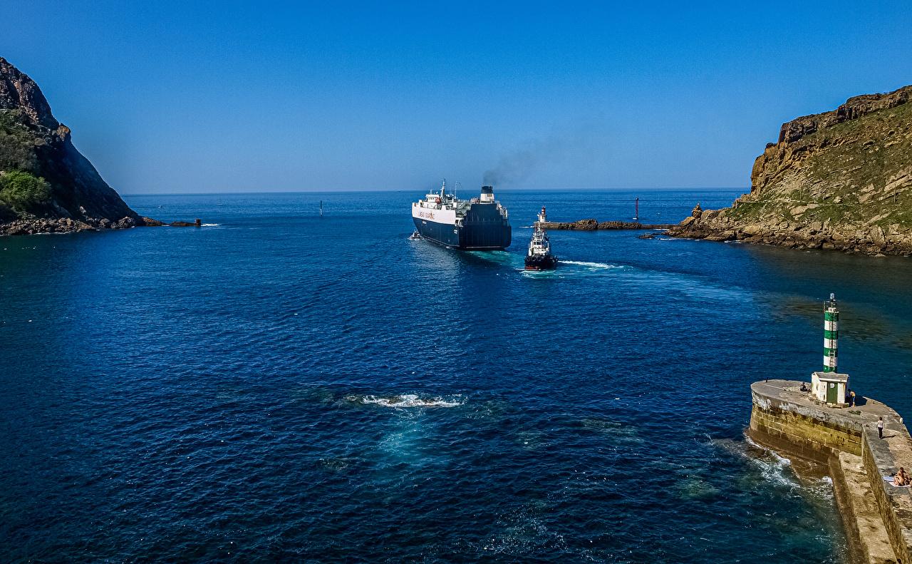 Фотографии Испания Gipuzkoa маяк скале Природа корабль залива Утес Маяки Скала скалы Корабли Залив заливы