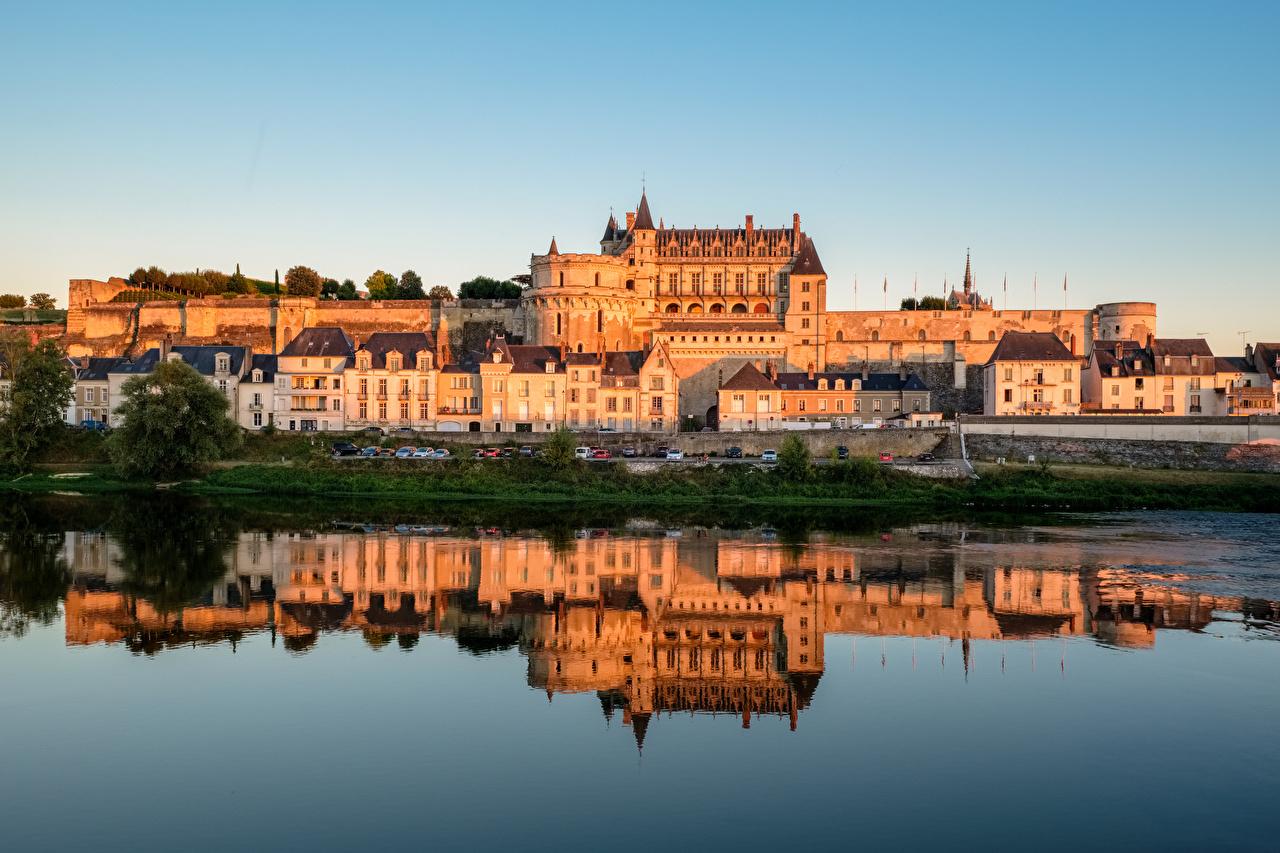 Картинки Франция Amboise Castle замок отражается речка Города Замки отражении Отражение Реки река город