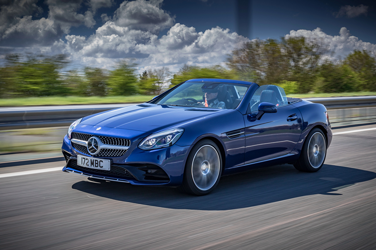 Фото Мерседес бенц 2016 SLC 300 AMG Line Кабриолет Синий едущий Металлик Автомобили Mercedes-Benz скорость Движение Авто Машины