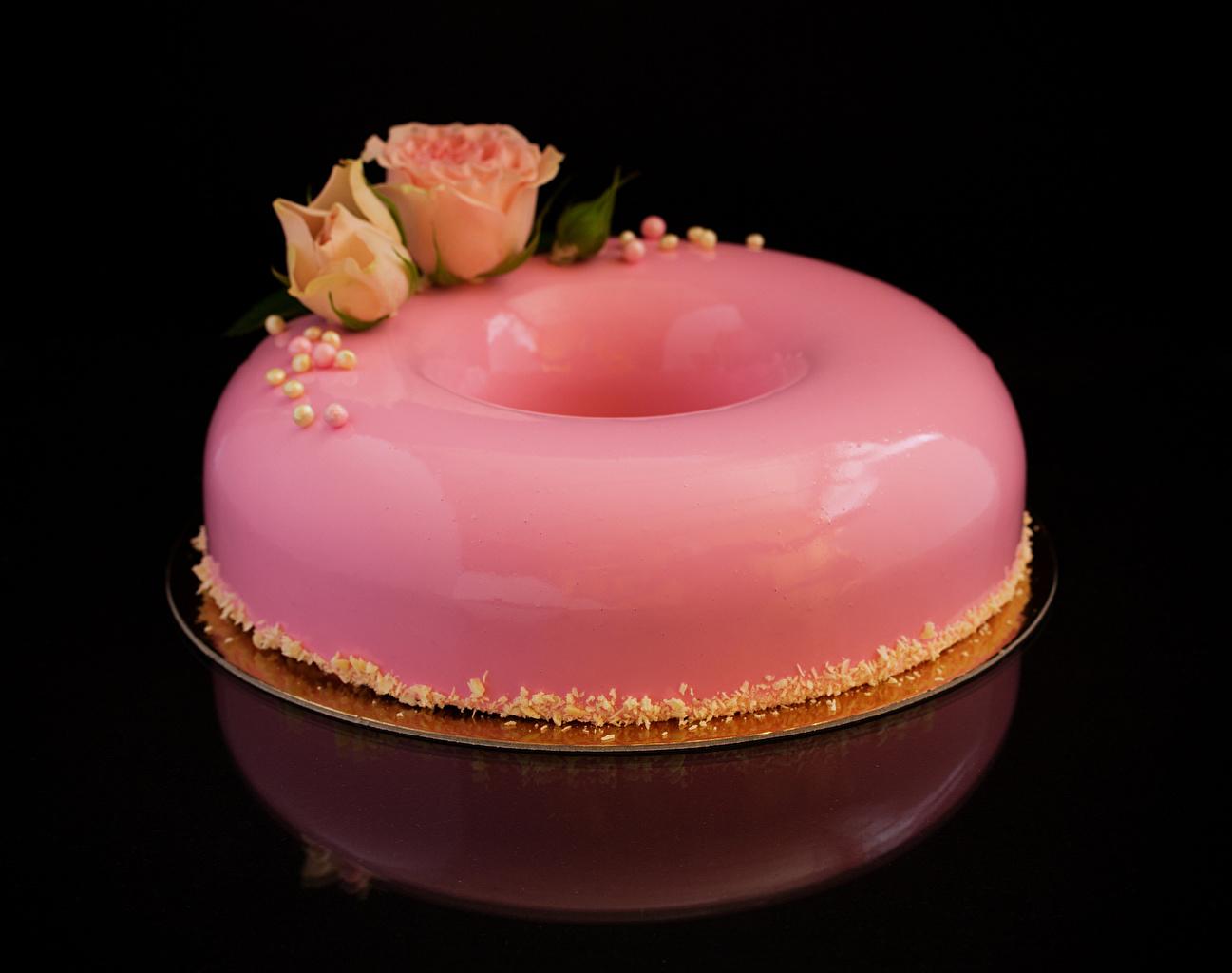 Фото роза Торты розовая Еда Сладости Черный фон дизайна Розы розовых Розовый розовые Пища Продукты питания сладкая еда на черном фоне Дизайн