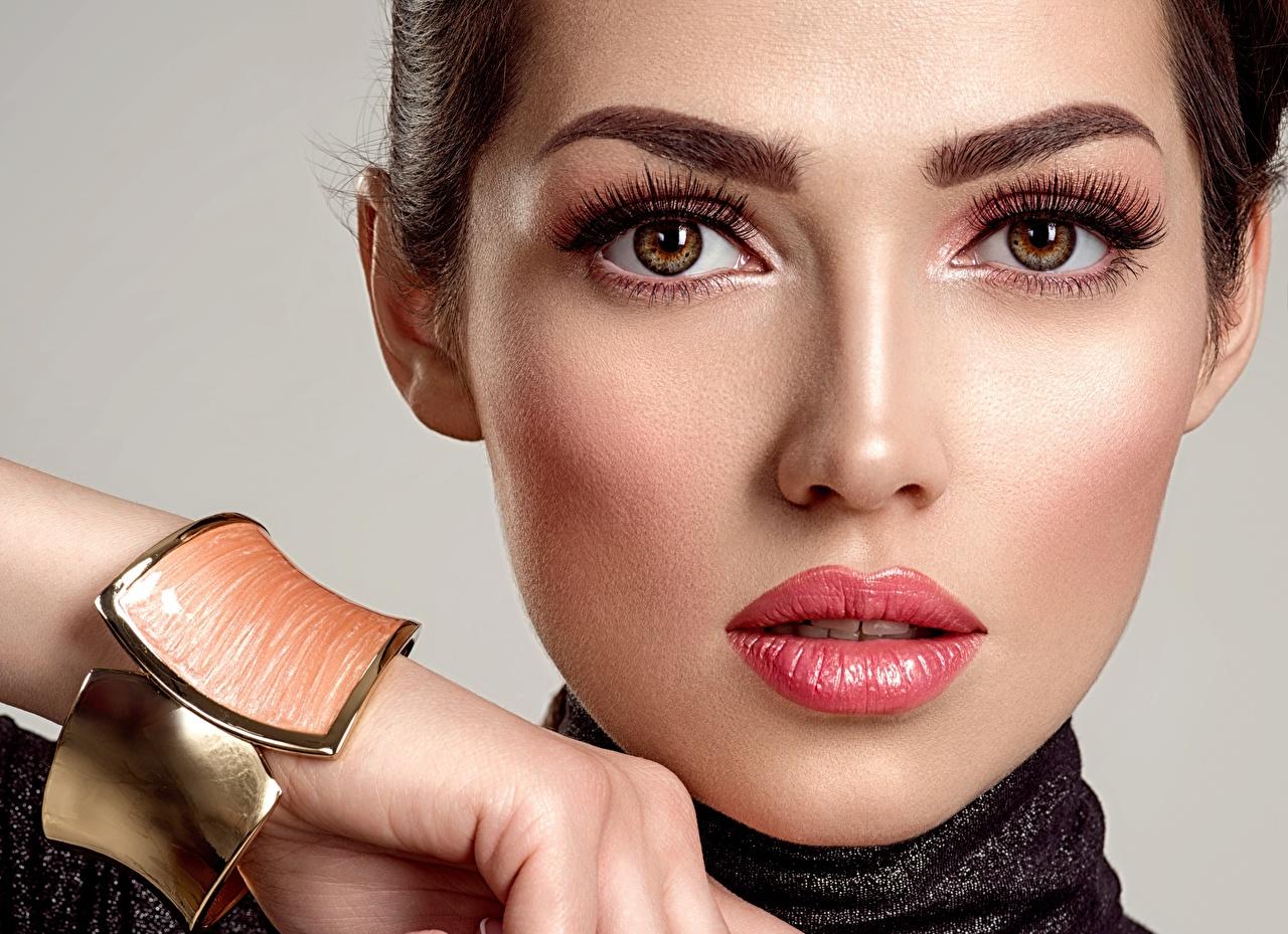 Фото Глаза Макияж носа лица Девушки Губы смотрят мейкап косметика на лице Нос Лицо девушка молодые женщины молодая женщина Взгляд смотрит