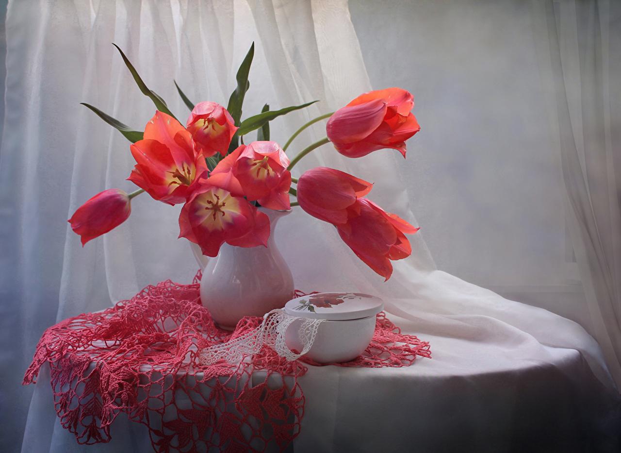 Картинка красные Тюльпаны Цветы вазы столы красных Красный красная тюльпан цветок Ваза вазе Стол стола