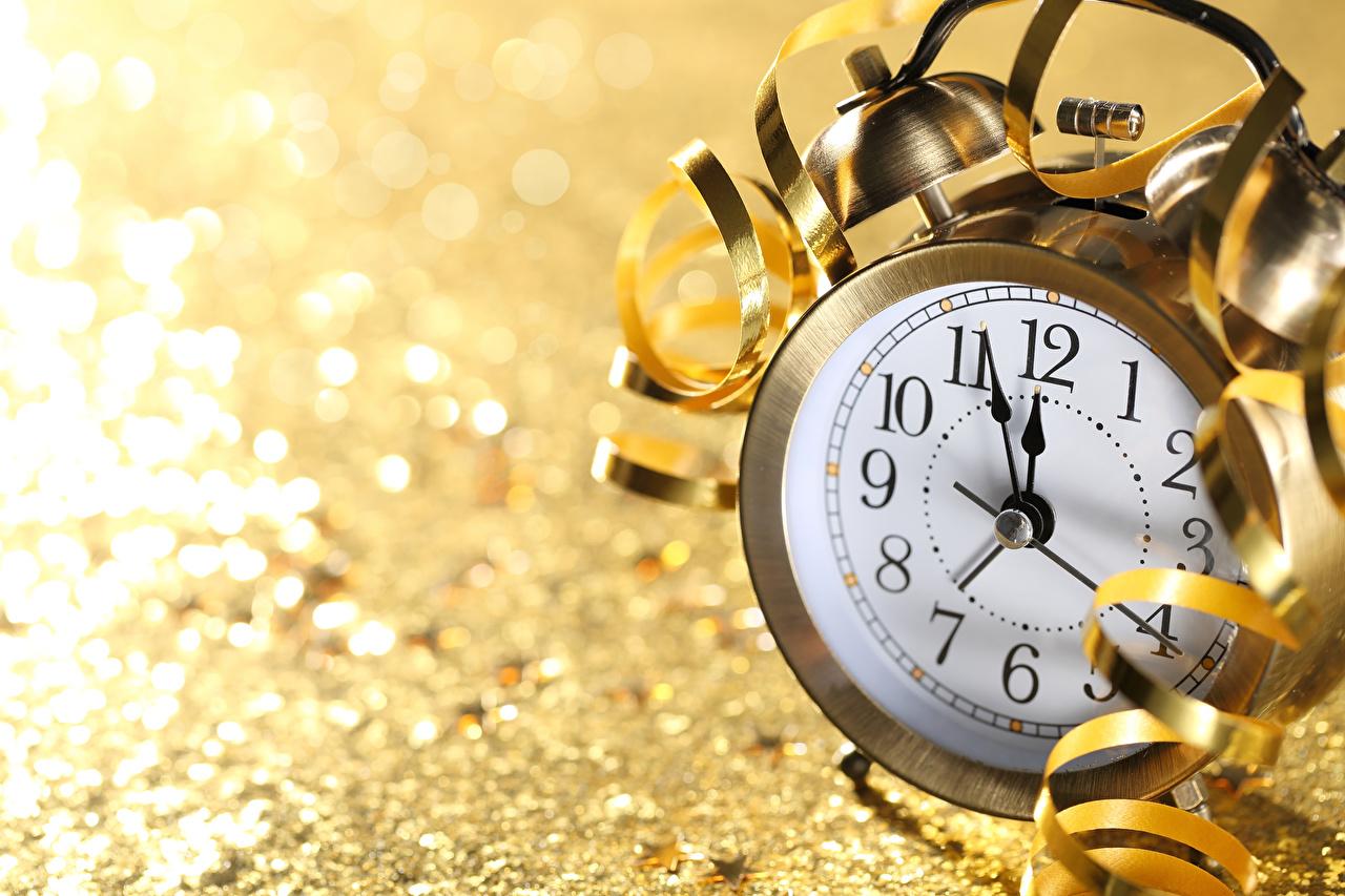 Картинки Новый год Часы Будильник Циферблат Крупным планом Рождество вблизи