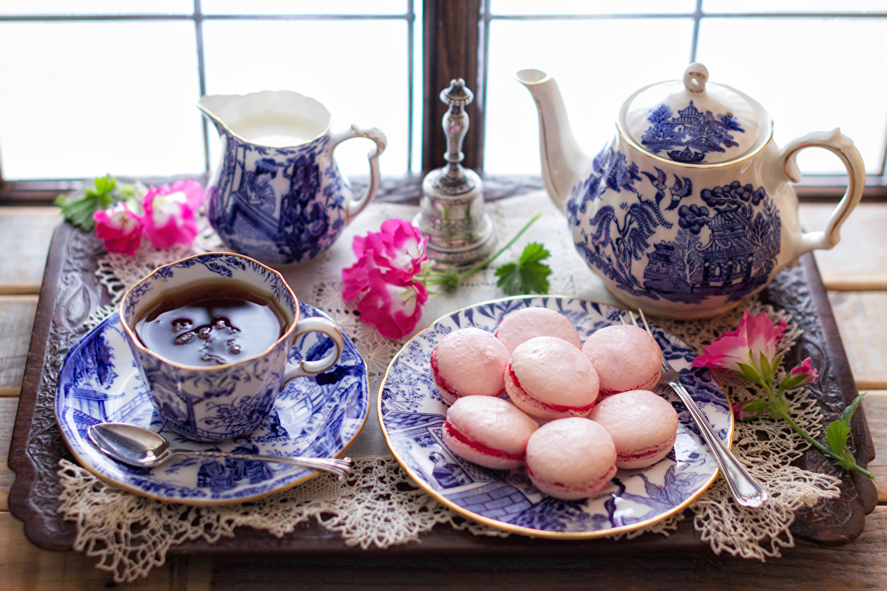 Фото Макарон Чай Чайник Пища ложки Чашка Тарелка Натюрморт Еда чашке Ложка тарелке Продукты питания