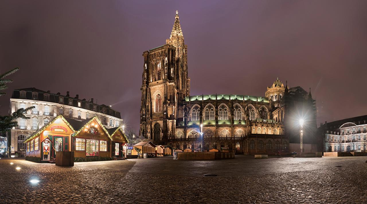Обои Церковь Страсбург Франция Городская площадь Храмы Ночные Уличные фонари Города Здания Ночь Дома
