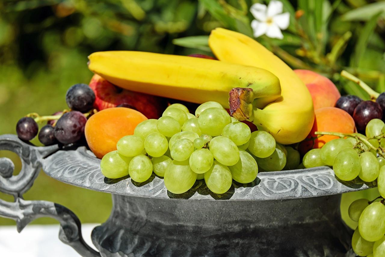 Картинки Бананы Виноград Фрукты Продукты питания Еда Пища