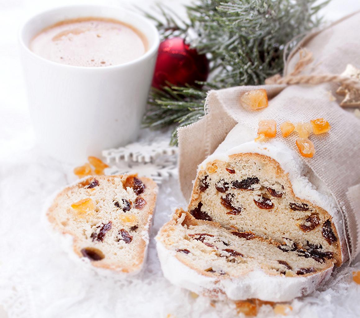 Фотографии Новый год Изюм Кекс Кофе Пища Выпечка Рождество Еда Продукты питания