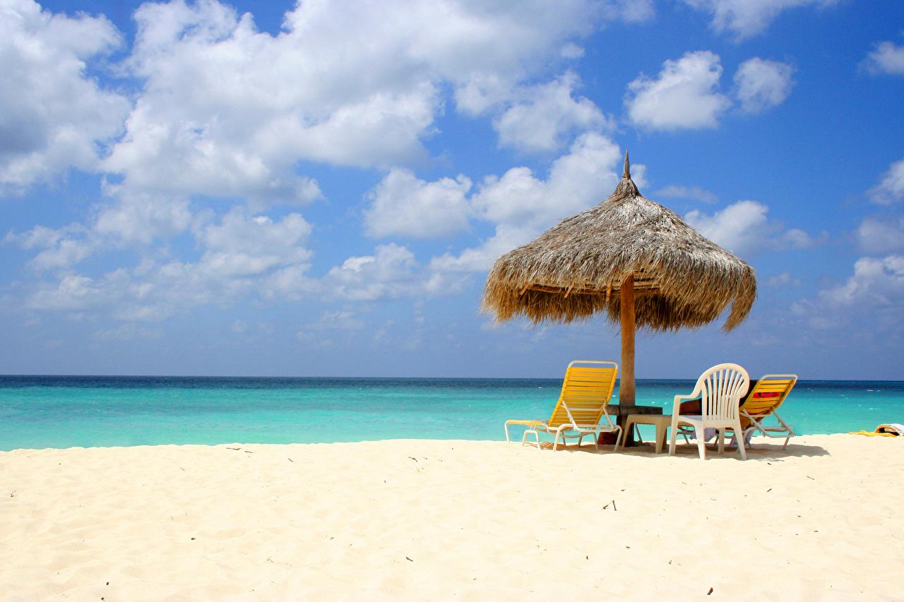 Картинка пляжи Море Природа Небо Зонт Лежаки облако Пляж пляжа пляже зонтом зонтик Шезлонг Облака облачно