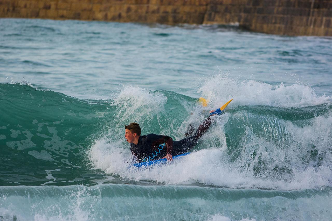 Картинки Мужчины Серфинг спортивная Волны Спорт спортивный спортивные