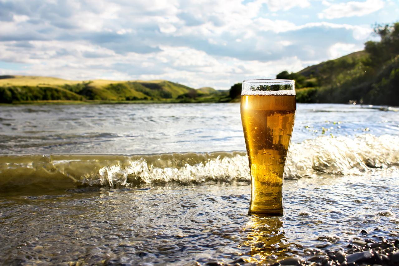 Картинки Пиво Волны стакана Побережье Продукты питания Стакан стакане Еда Пища берег