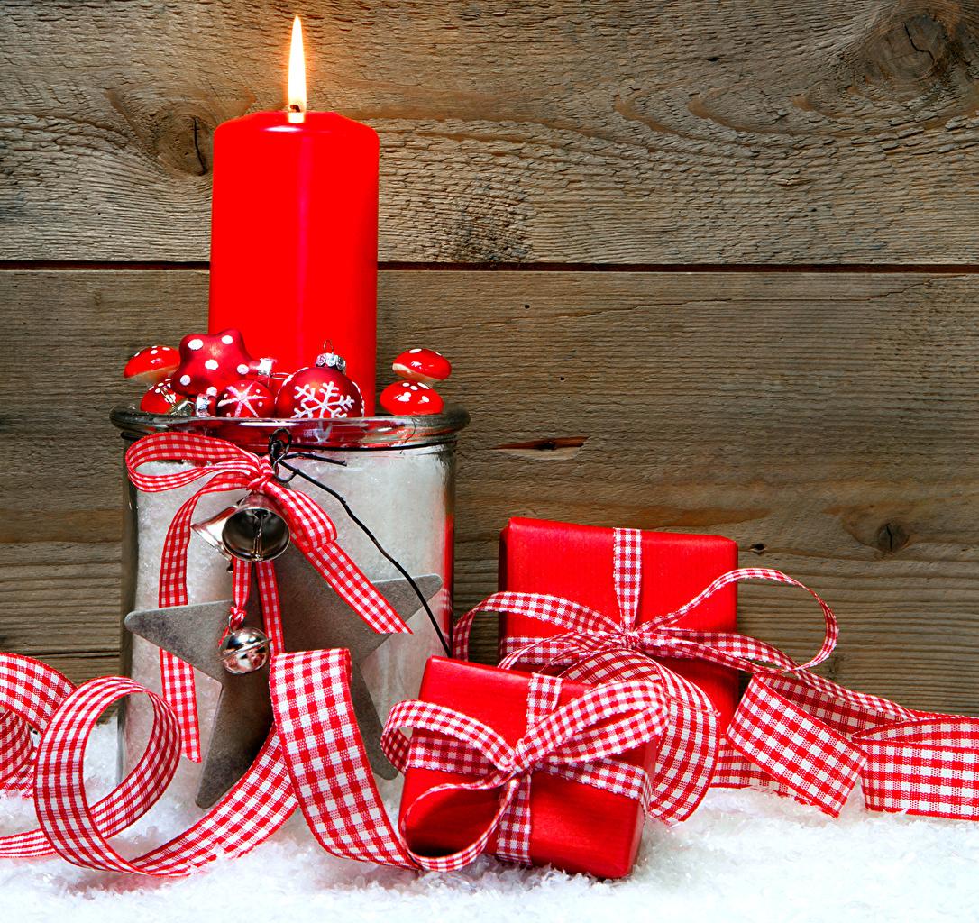 Фото Новый год Свечи Шарики ленточка Доски Рождество Шар Лента